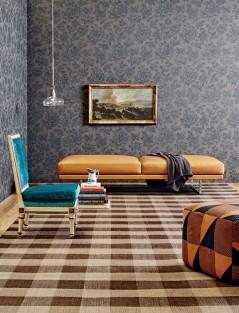 Peças com estampa de azulejo português podem ser combinadas com várias outras estampas.