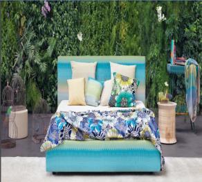 Azul em estampas florais no catálogo 2016 da Missoni Home