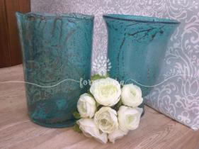 Vasos de vidro azul que podem ser usados com ou sem flores
